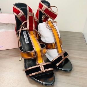 🔥NEW🔥 Gorgeous Sandals!!! Hard to find size!🔥🔥